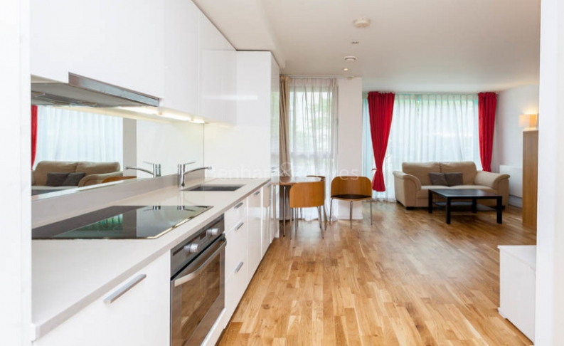 Studio flat to rent in Station Approach, Hayes, UB3-image 4