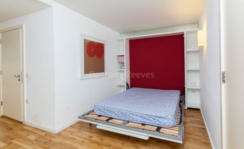 Studio flat to rent in Station Approach, Hayes, UB3-image 5