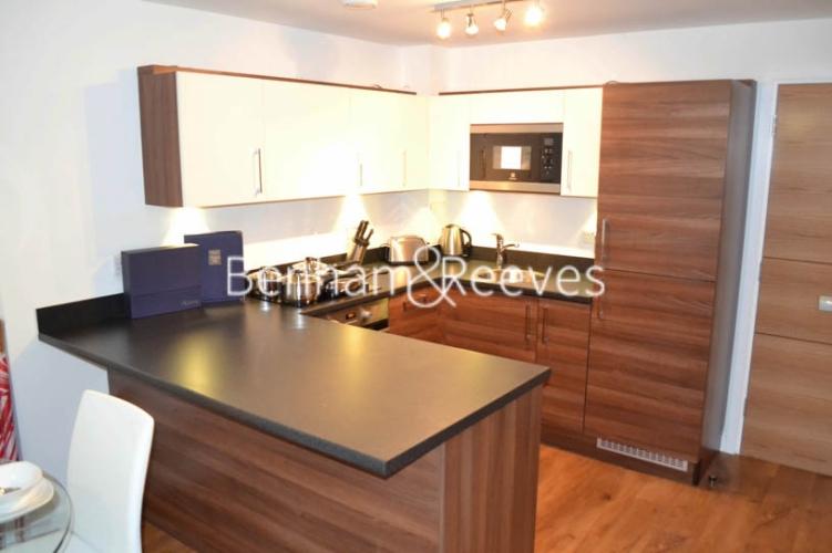 Studio flat to rent in Park Lodge Avenue, West Drayton, UB7-image 2