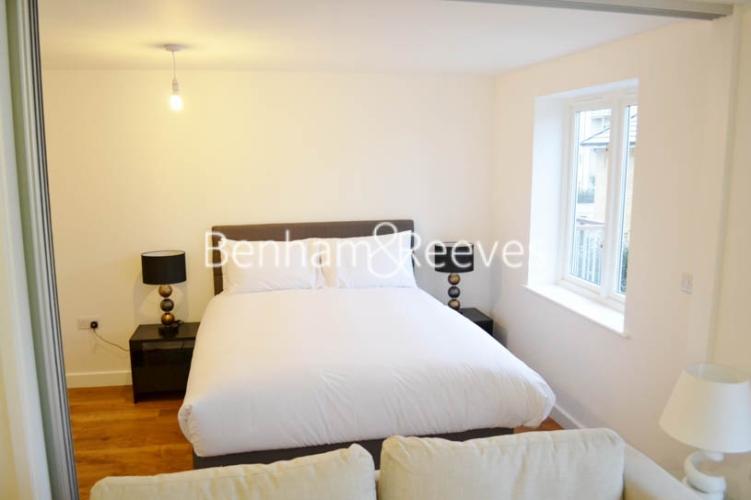 Studio flat to rent in Park Lodge Avenue, West Drayton, UB7-image 3