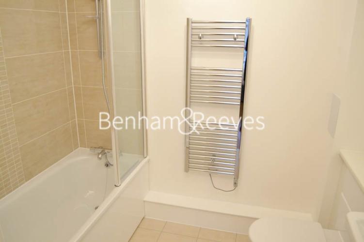 Studio flat to rent in Park Lodge Avenue, West Drayton, UB7-image 4