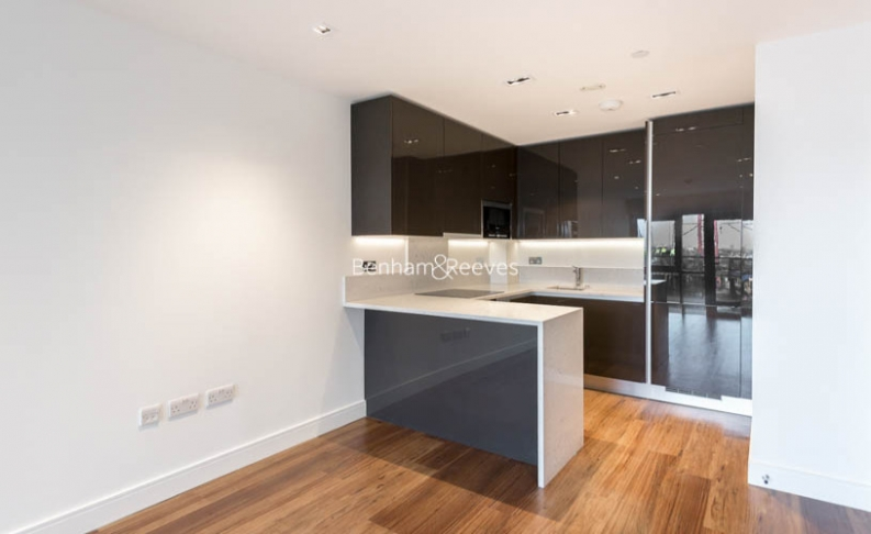 Studio flat to rent in Dickens Yard, Ealing, W5-image 3