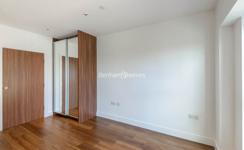 Studio flat to rent in Dickens Yard, Ealing, W5-image 4