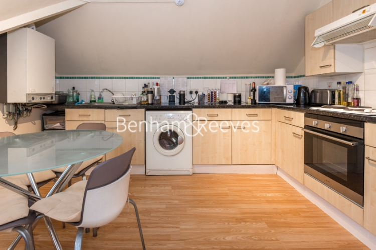 Studio flat to rent in Madeley Road, Ealing, W5-image 1