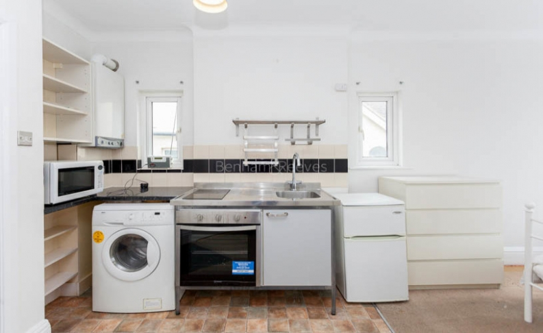 Studio flat to rent in Pitshanger Lane, Ealing, W5-image 1