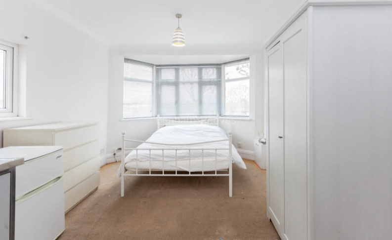 Studio flat to rent in Pitshanger Lane, Ealing, W5-image 2