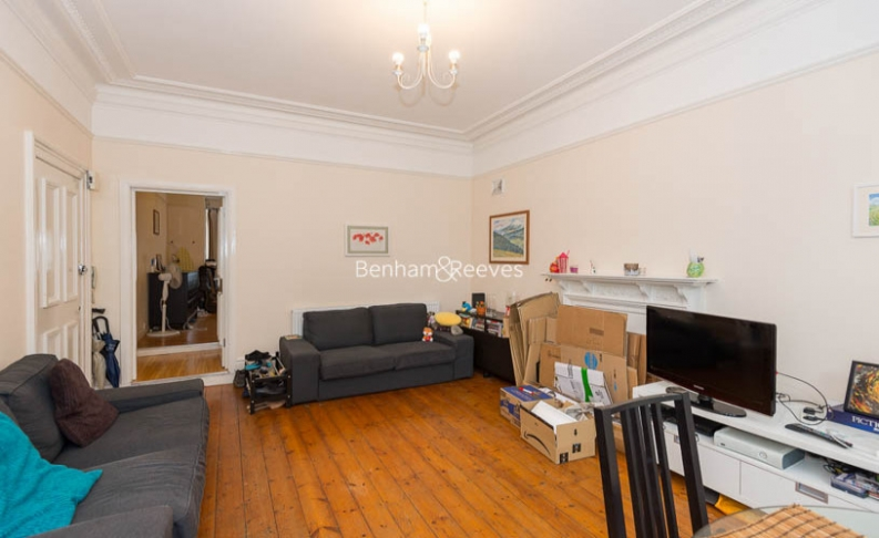 1 bedroom(s) house to rent in Madeley Road, Ealing, W5-image 1