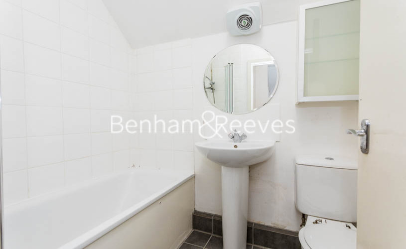 Studio flat to rent in Madeley Road, Ealing, W5-image 3