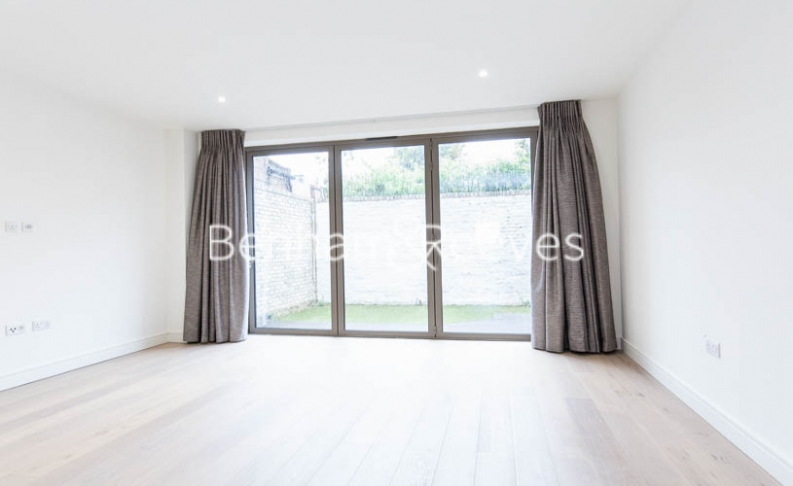 4 bedroom(s) house to rent in Seaford Road, Northfields, W13-image 1