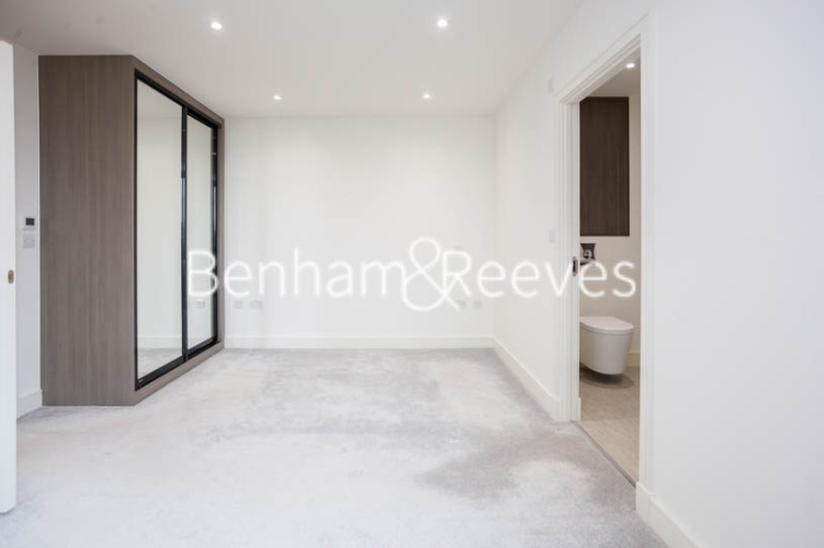 2 bedroom(s) flat to rent in Seaford Road, Northfields, W13-image 3