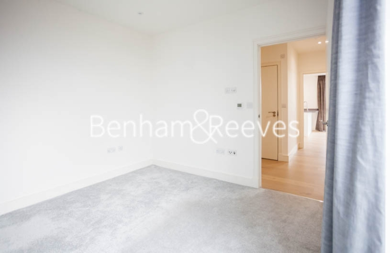 2 bedroom(s) flat to rent in Seaford Road, Northfields, W13-image 12