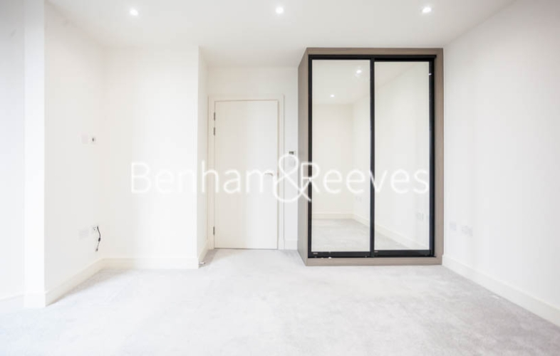 2 bedroom(s) flat to rent in Seaford Road, Northfields, W13-image 13