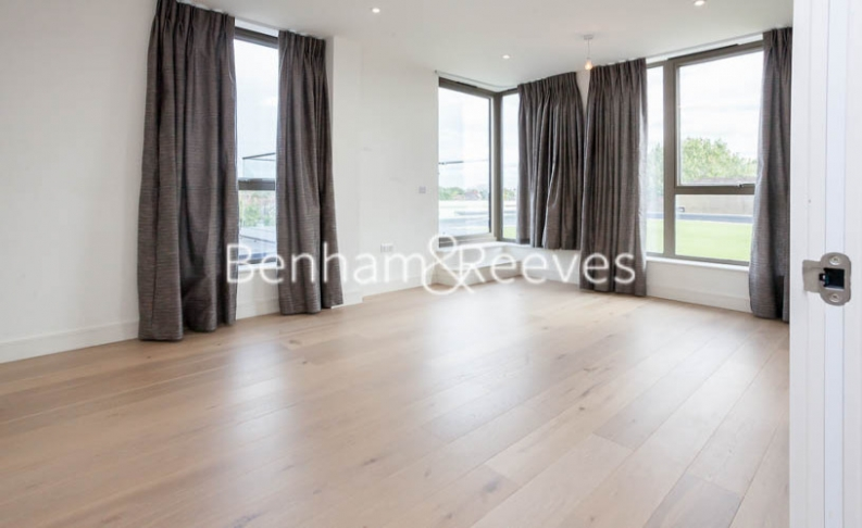 2 bedroom(s) flat to rent in Seaford Road, Northfields, W13-image 8