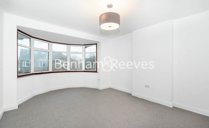 3 bedroom(s) house to rent in Kingfield Road, Ealing, W5-image 7
