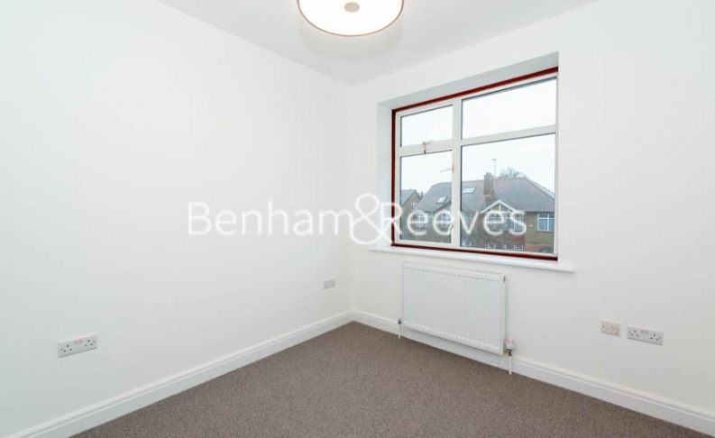 3 bedroom(s) house to rent in Kingfield Road, Ealing, W5-image 9