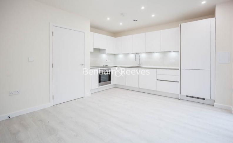 3 bedroom(s) flat to rent in Lensview Close, Harrow, HA1-image 2