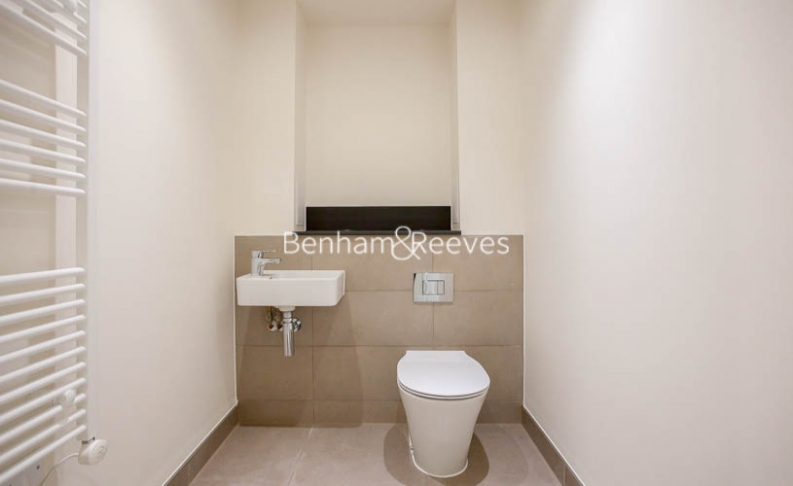 3 bedroom(s) flat to rent in Lensview Close, Harrow, HA1-image 4