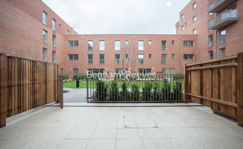 3 bedroom(s) flat to rent in Lensview Close, Harrow, HA1-image 5