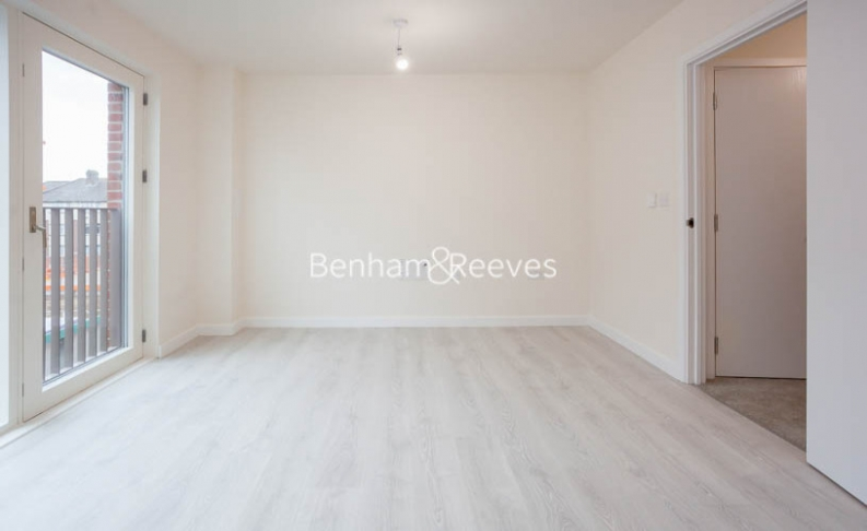 3 bedroom(s) flat to rent in Lensview Close, Harrow, HA1-image 6