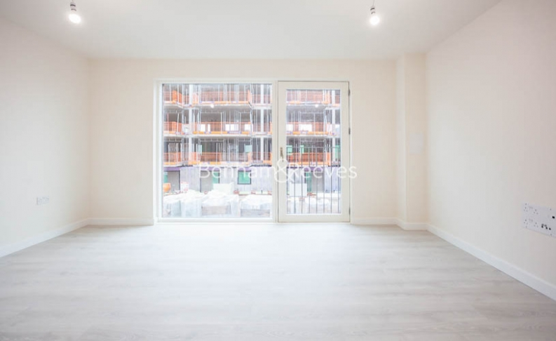 3 bedroom(s) flat to rent in Lensview Close, Harrow, HA1-image 7
