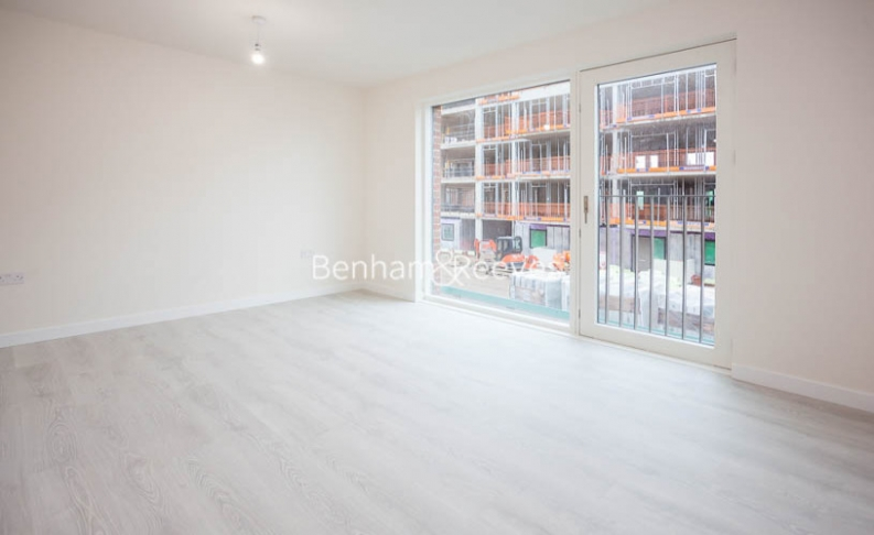 3 bedroom(s) flat to rent in Lensview Close, Harrow, HA1-image 9