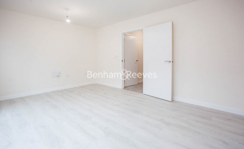 3 bedroom(s) flat to rent in Lensview Close, Harrow, HA1-image 11