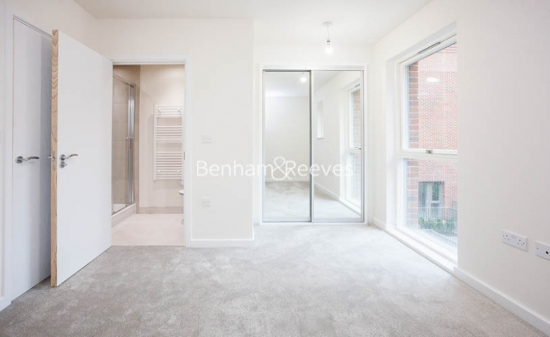 3 bedroom(s) flat to rent in Lensview Close, Harrow, HA1-image 12