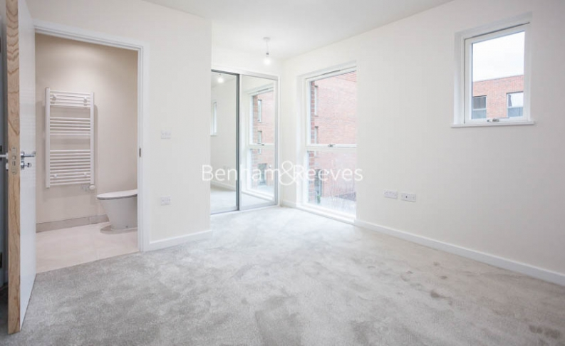 3 bedroom(s) flat to rent in Lensview Close, Harrow, HA1-image 13