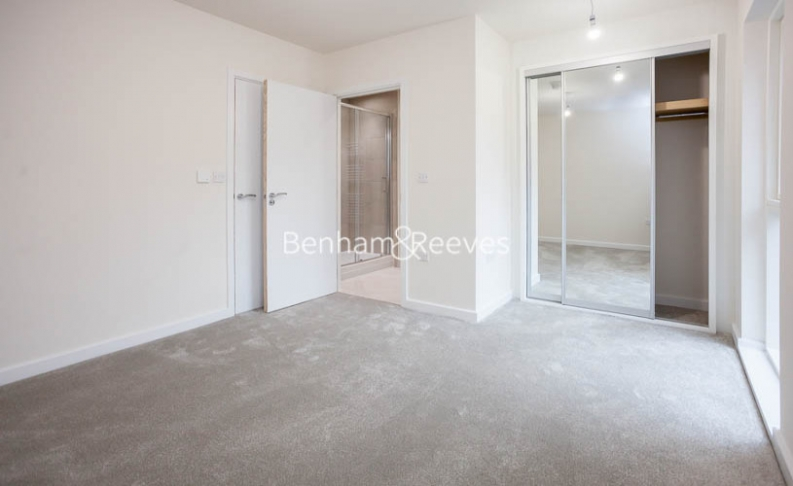 3 bedroom(s) flat to rent in Lensview Close, Harrow, HA1-image 14