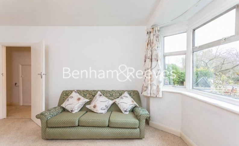 1 bedroom(s) flat to rent in Connell Crescent, Ealing, W5-image 1