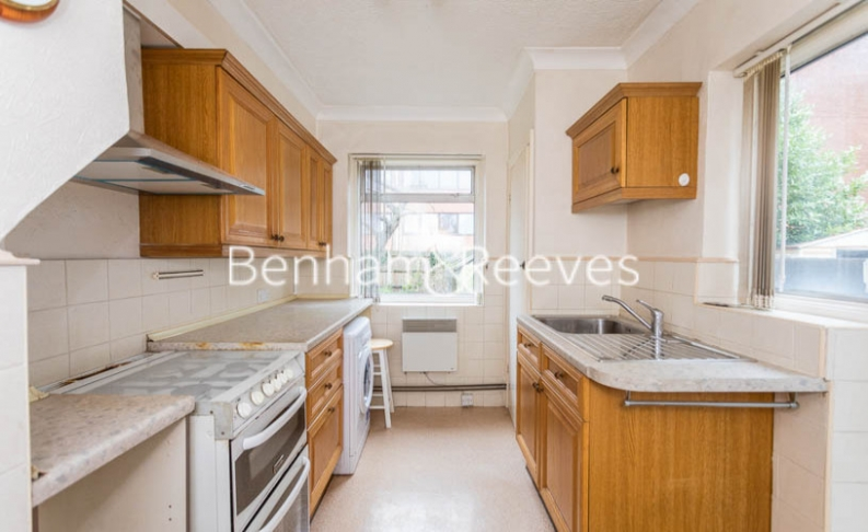1 bedroom(s) flat to rent in Connell Crescent, Ealing, W5-image 2