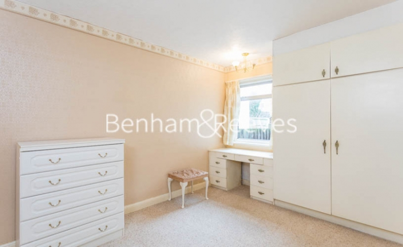 1 bedroom(s) flat to rent in Connell Crescent, Ealing, W5-image 3
