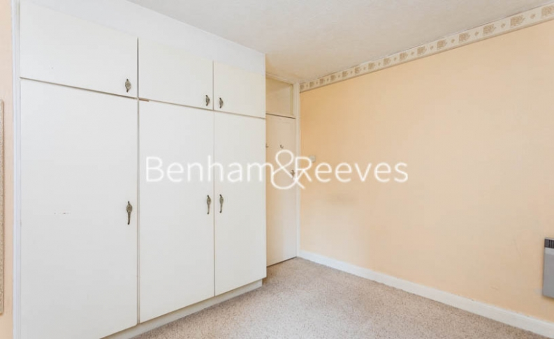 1 bedroom(s) flat to rent in Connell Crescent, Ealing, W5-image 9