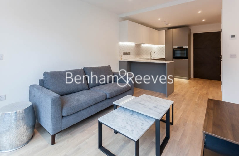 1 bedroom(s) flat to rent in Accolade Avenue, Southall , UB1-image 1