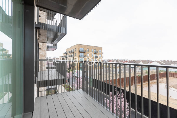 1 bedroom(s) flat to rent in Accolade Avenue, Southall, UB1-image 5
