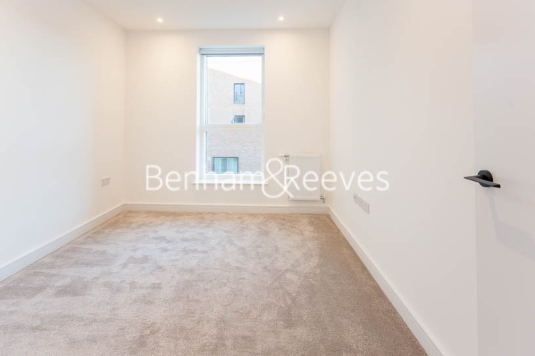 2 bedroom(s) flat to rent in Accolade Avenue, Southall, UB1-image 8