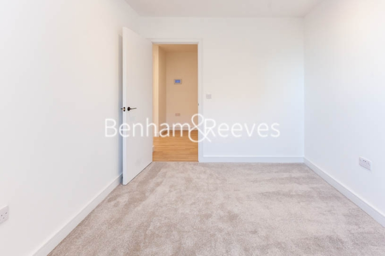 2 bedroom(s) flat to rent in Accolade Avenue, Southall, UB1-image 9