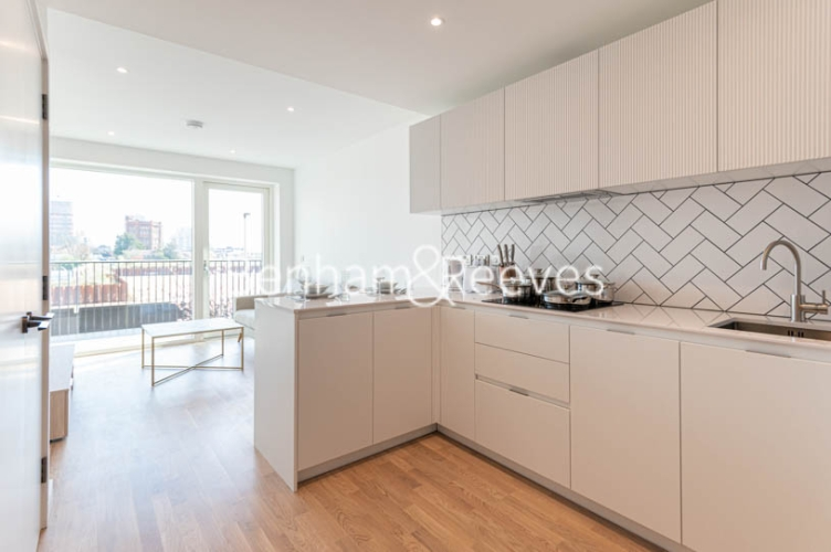 1 bedroom(s) flat to rent in Accolade Avenue, Southall, UB1-image 2