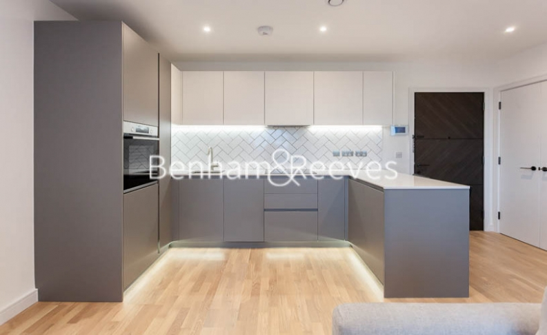 1 bedroom(s) flat to rent in Accolade Avenue, Southhall,UB1-image 2