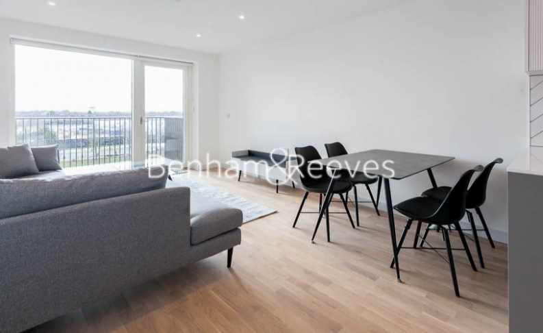 1 bedroom(s) flat to rent in Accolade Avenue, Southall, UB1-image 3