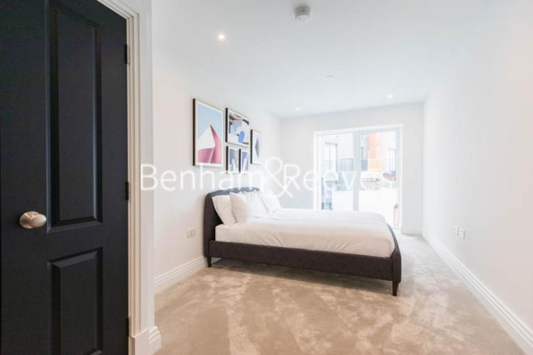 2 bedroom(s) flat to rent in Filmworks Walk, Ealing, W5-image 12