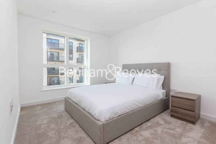 2 bedroom(s) flat to rent in Accolade Avenue, Southall, UB1-image 3