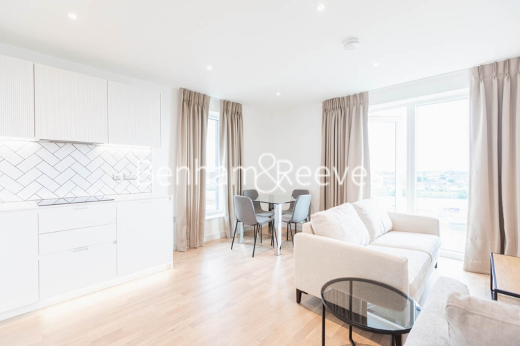 2 bedroom(s) flat to rent in Greenleaf Walk, Southall, UB1-image 1