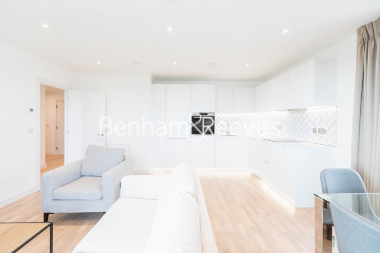 2 bedroom(s) flat to rent in Greenleaf Walk, Southall, UB1-image 2