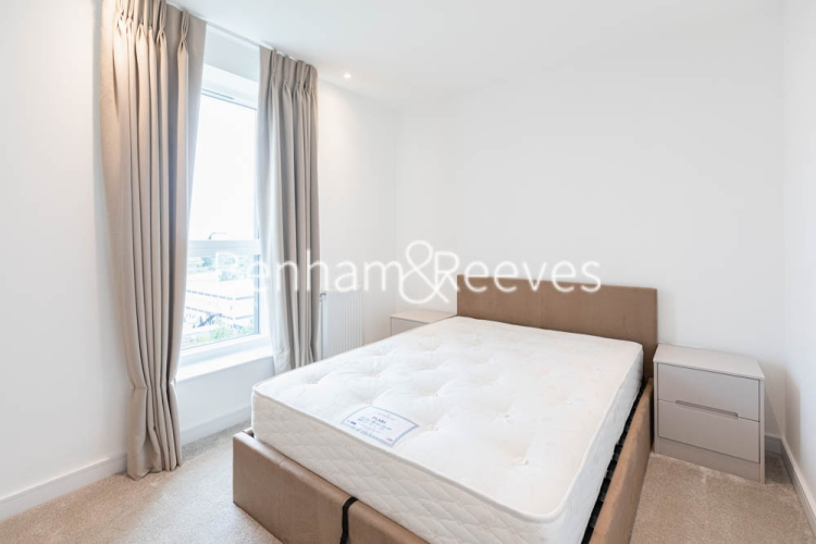 2 bedroom(s) flat to rent in Greenleaf Walk, Southall, UB1-image 3