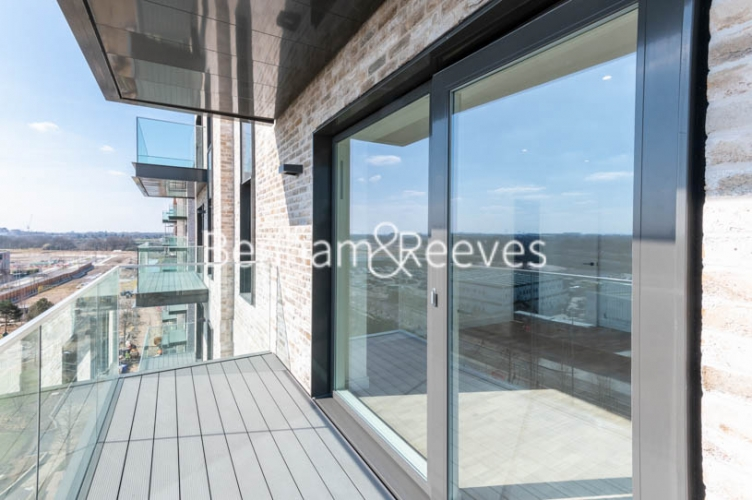 2 bedroom(s) flat to rent in Greenleaf Walk, Southall, UB1-image 11