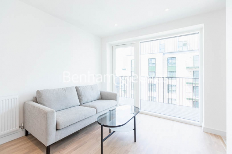 1 bedroom(s) flat to rent in Greenleaf Walk, Southall,UB1-image 1