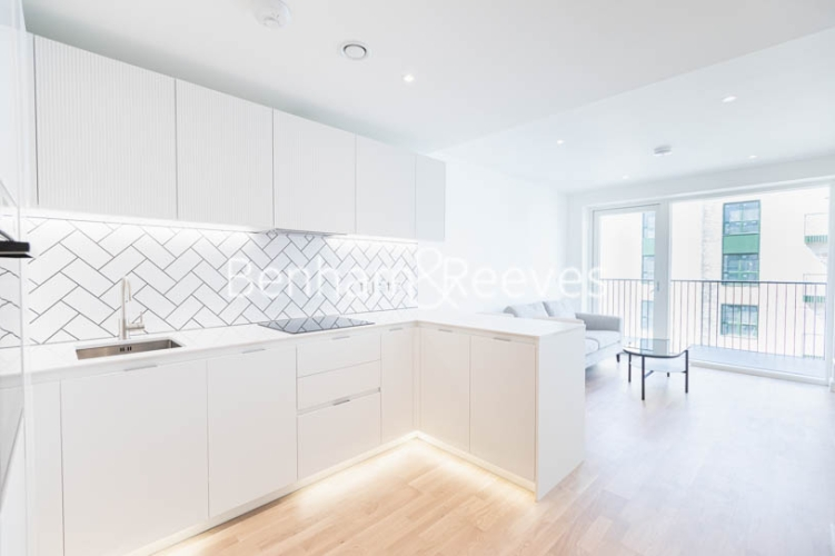 1 bedroom(s) flat to rent in Greenleaf Walk, Southall,UB1-image 2
