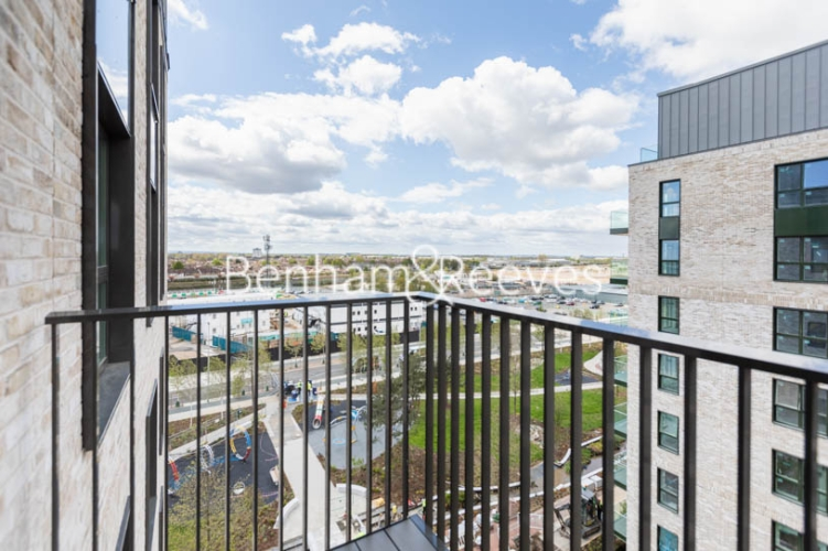 1 bedroom(s) flat to rent in Greenleaf Walk, Southall,UB1-image 4