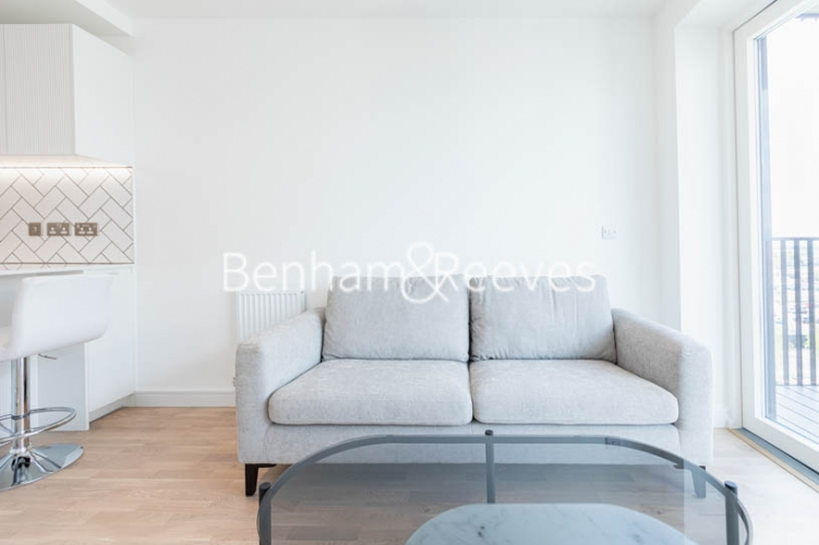 1 bedroom(s) flat to rent in Greenleaf Walk, Southall,UB1-image 5